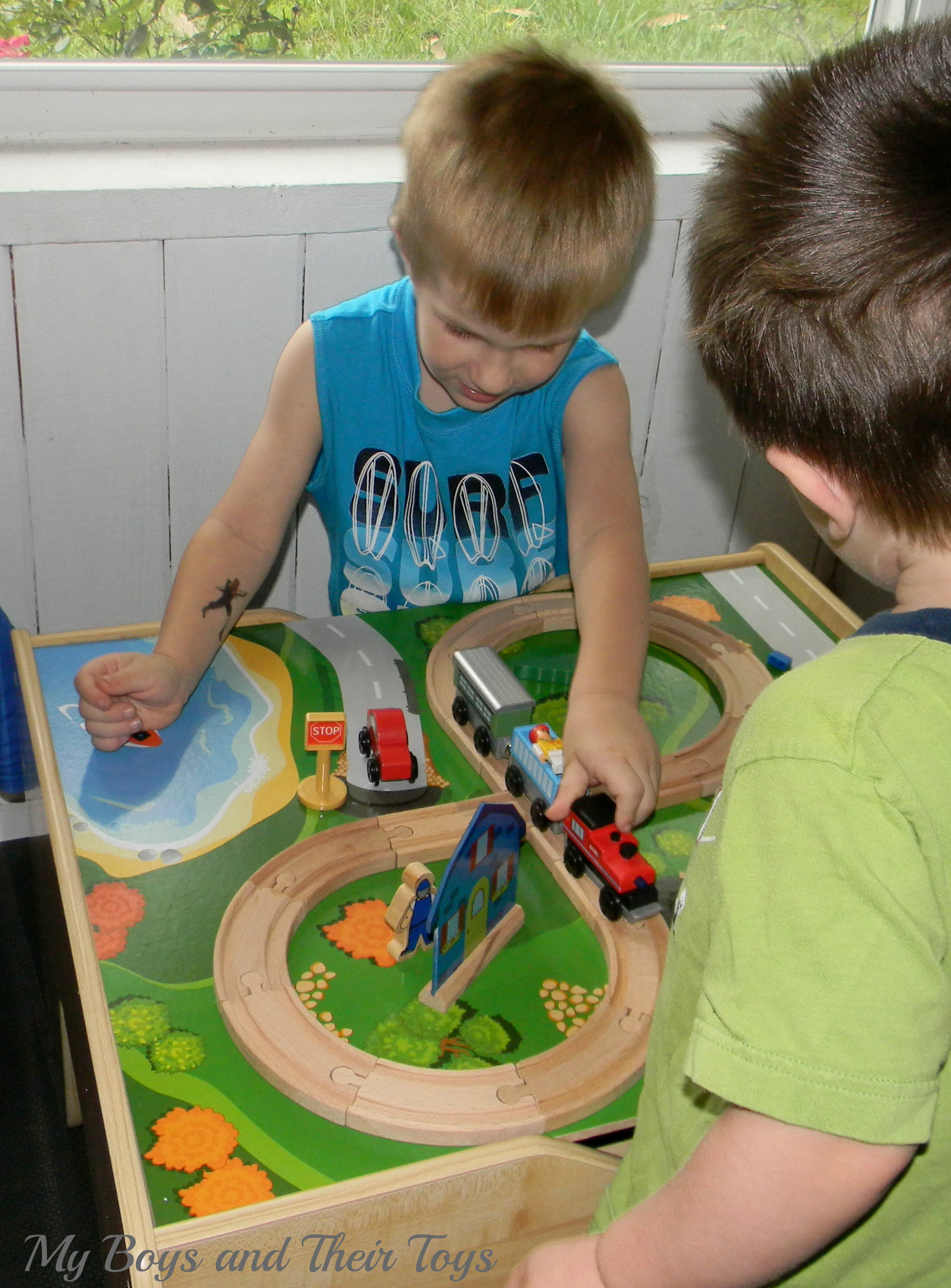 Superieur The KidKraft 2 In 1 Activity Table Is Crafted With Quality Products,  Including Solid Wood Train Tracks. It Includes Accessories Like Trees,  People, ...