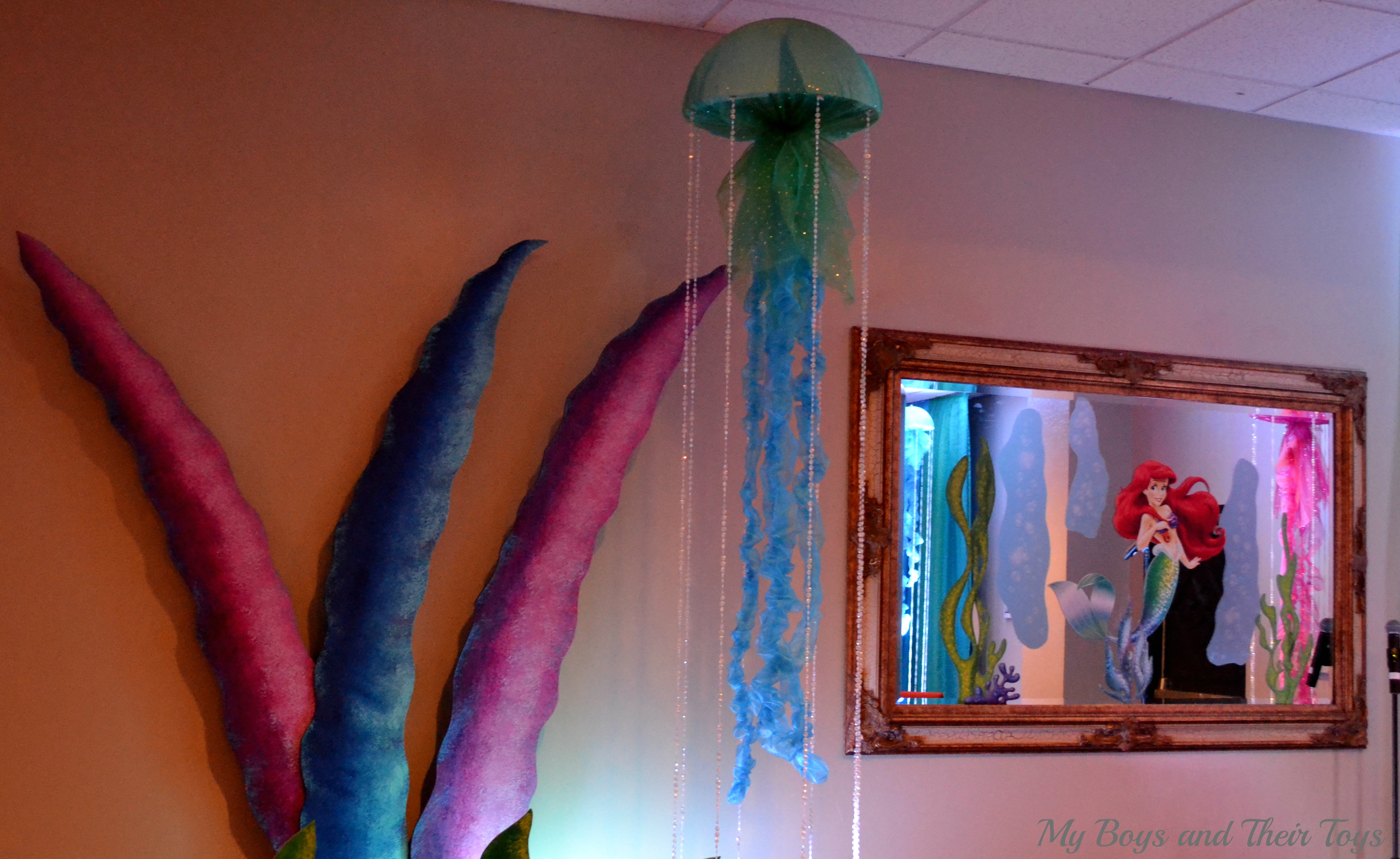 Jellyfish mermaid party pinterest jellyfish for Ariel decoration