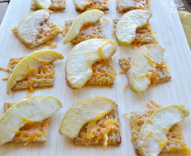 apple cheddar melts on triscuit crackers