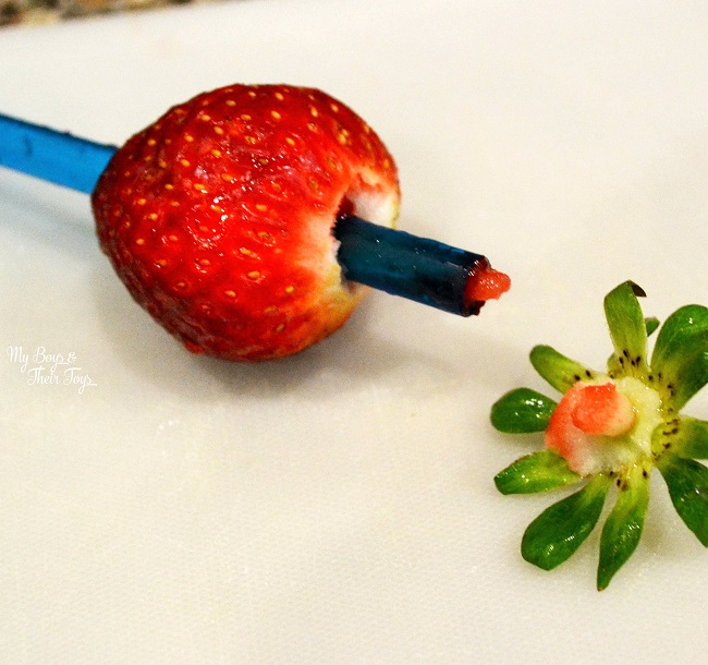 how to remove strawberry stem